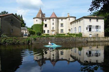 """château des Martinanches - chambre d'hôte """"Sophie"""" - Saint-Dier-d'Auvergne"""