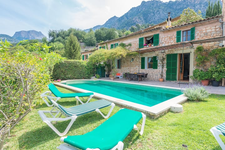 CAS PATRO LAU - Villa with private pool in Biniaraix. Free WiFi