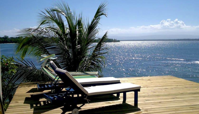 Sea front Villa with private beach - bocas del toro - Вилла