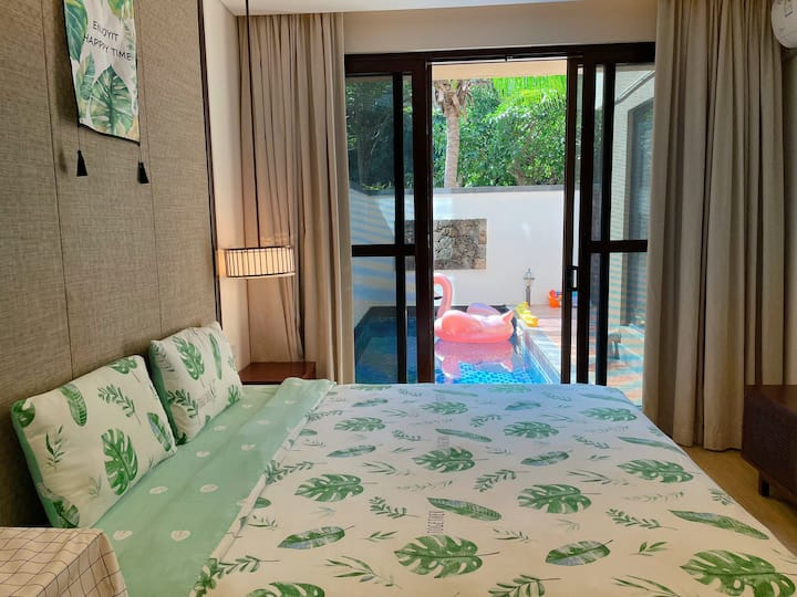 双人泳池房 合住房屋介意慎拍 主卧 独立卧室带独立浴室  泳池在院子内 近蜈支洲岛、免税店亚特兰蒂斯