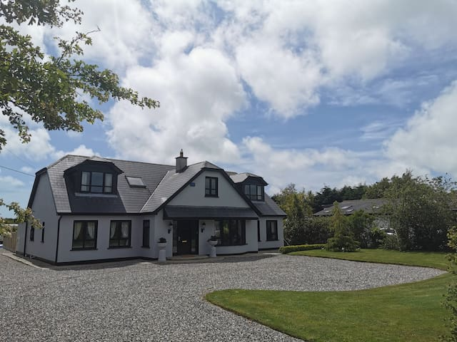 6 Bedroom Holiday Home (Sleeps 14)