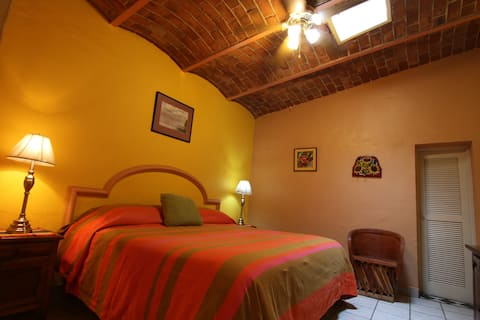Comfortable guesthouse suite in Ajijic downtown