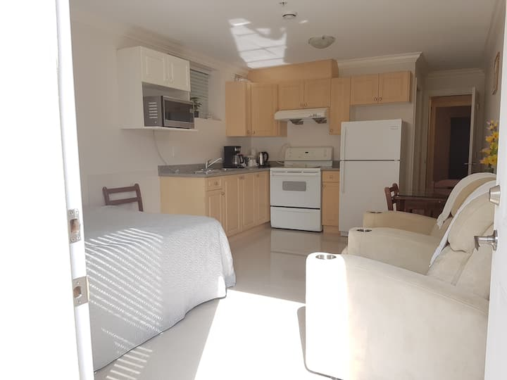 Clean Private 2BR Suite-5 mins walk to Everything