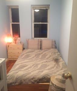 Private 1 Bedroom Garden Level Apt - ブルックリン