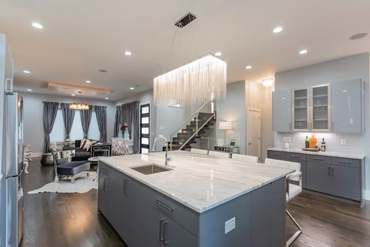 Gourmet kitchen with 2 sinks, 6 burner gas stove