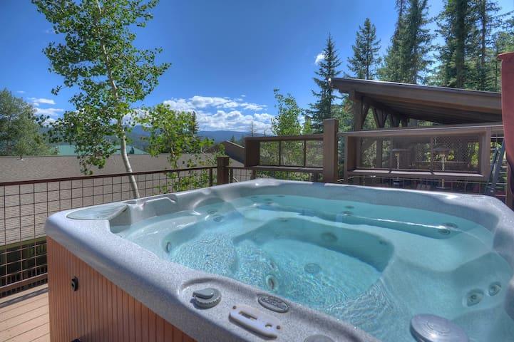 Hot Tub Deck w Mountain Views