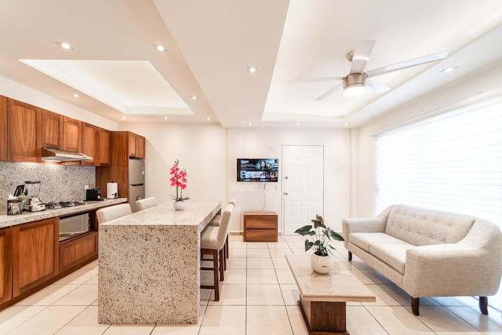 Comfy and Central Apt 10 Min From Beach & Downtown