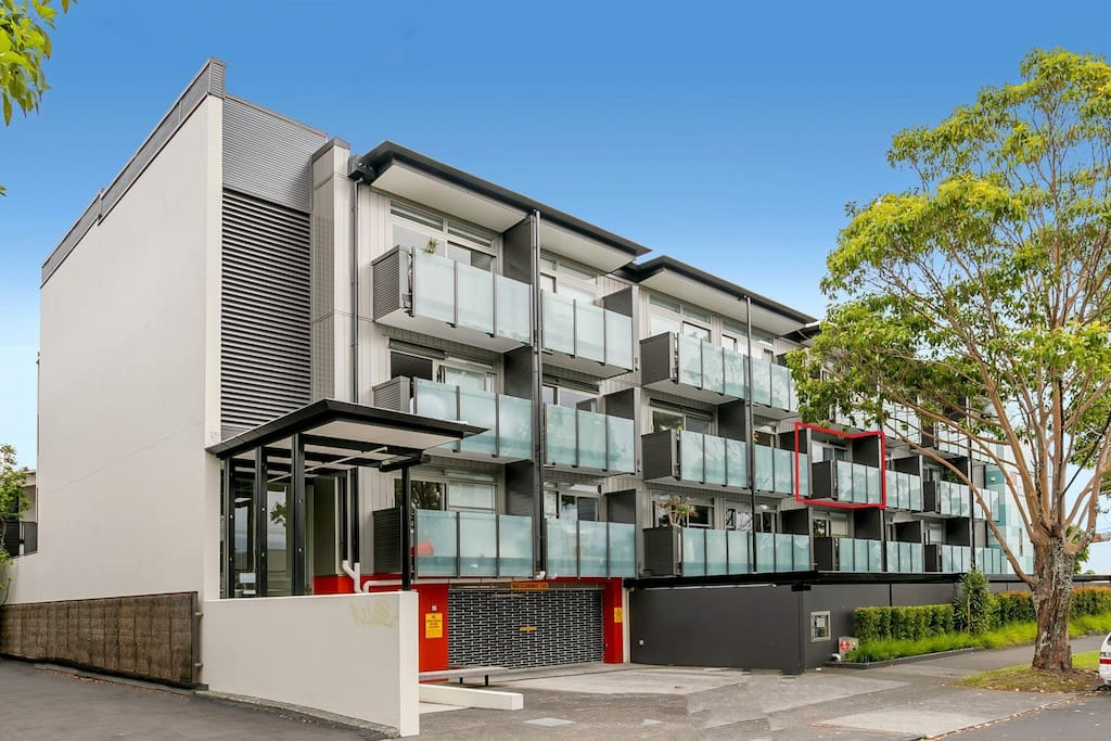 Perfect Location 200m from Ponsonby central