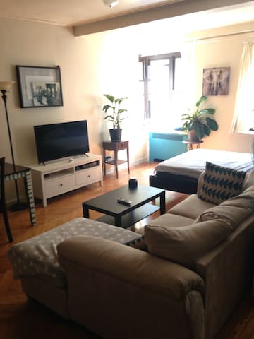 Spacious and stylish apt waiting for you!