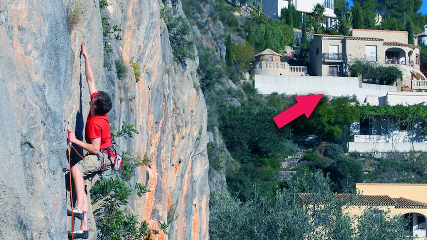 Rock climbing seems a popular past time in Alcalali, it's no wonder with this just on the edge of the village. Right next to this fabulous apartment. The perfect place to stay on your climbing holiday.