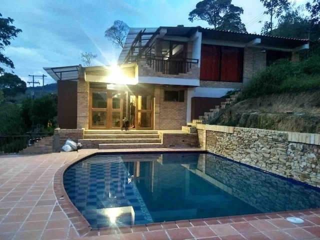 Casa campestre en Moniquira, tierra caliente
