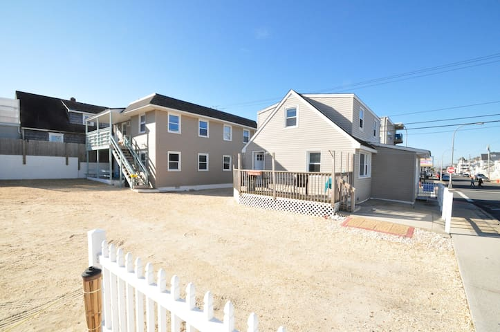 Fully renovated, 2 bd units, on beach/boardwalk