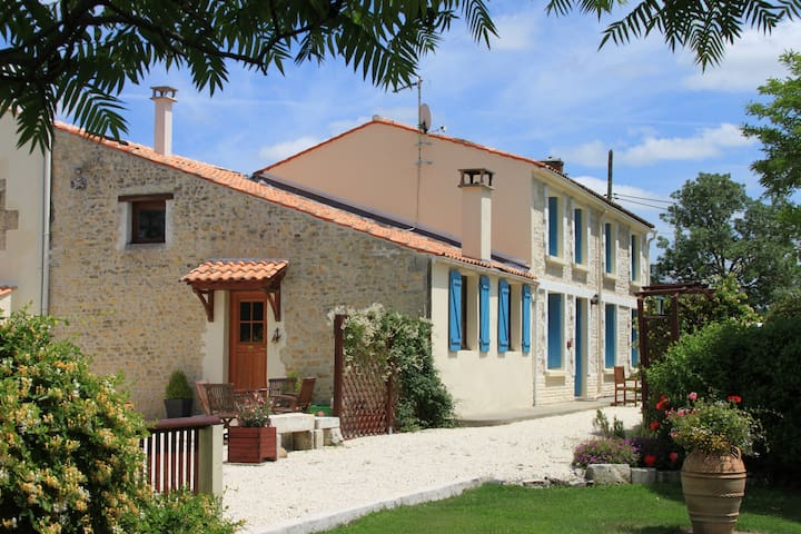 Beautifully Renovated C18th Charentaise Farmhouse (Sleeps up to 28 Guests)