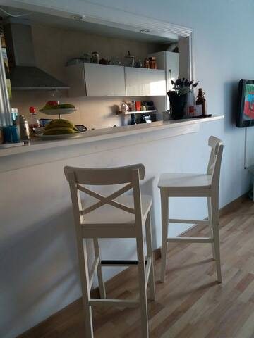 Habitación privada zona tranquila cerca Barcelona