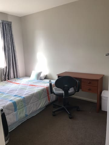 Warm & tidy room in Upper Riccarton
