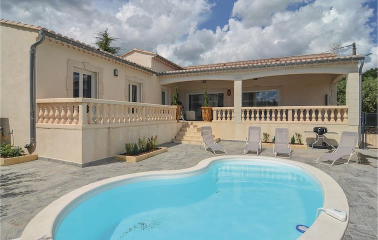Holiday cottage with 3 bedrooms on 135m² in Barjac