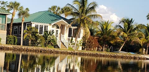 Water Front Luxury Cabin in Everglades National