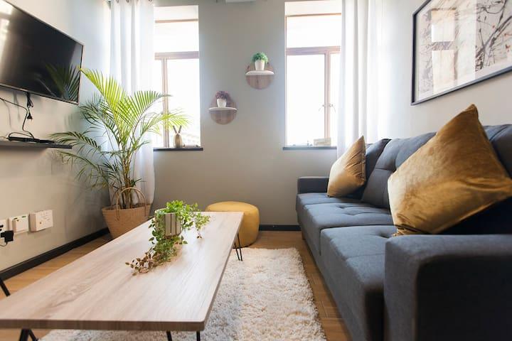 Top Floor Two Bedroom Apartment in Cape Town CBD