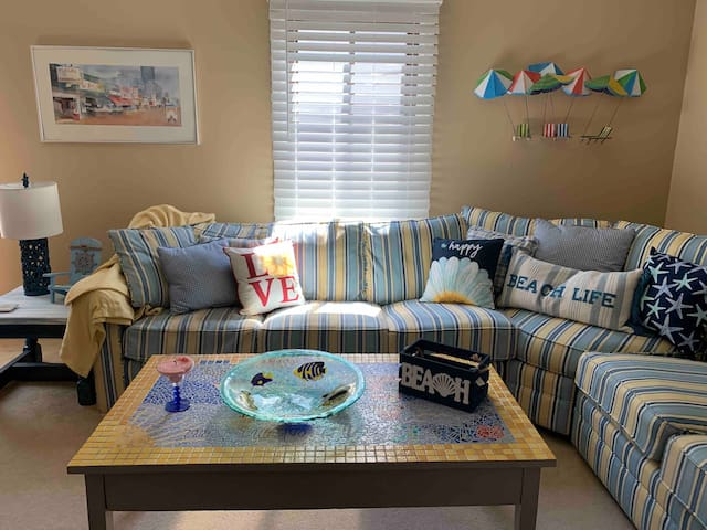 cozy, beachy family room with a queen-sized pullout sofa bed