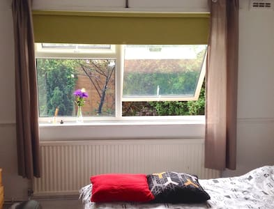 Lovely double near Victoria Park - Greater London