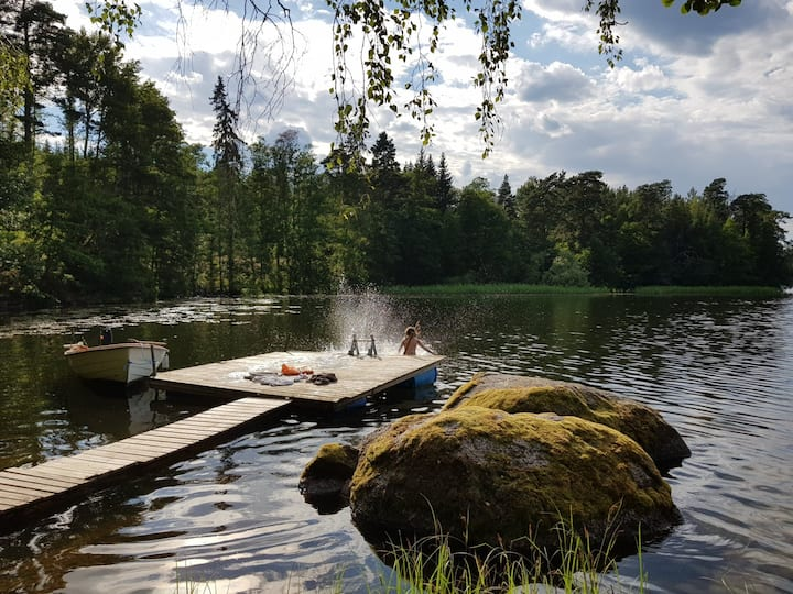Classic Swedish cottage by lake & forest