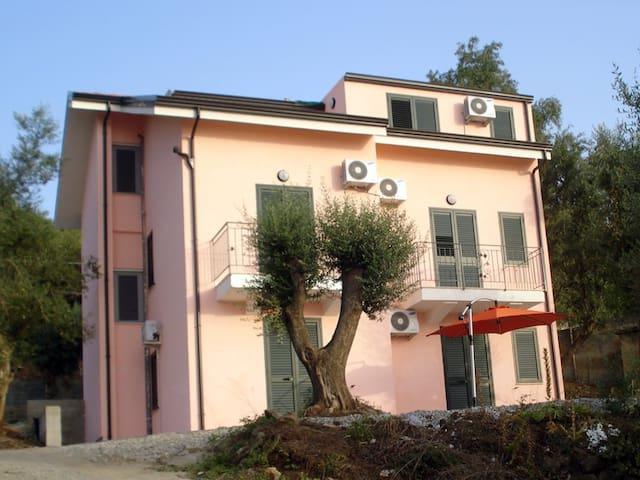 Suite a Palmi vista mare con angolo cottura - Palmi - House