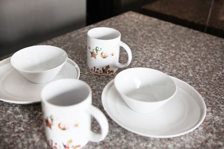 Dining ware and cutleries available