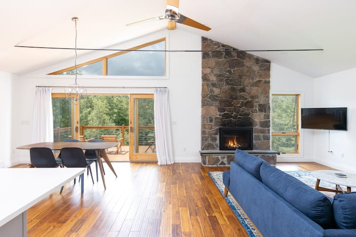 Modern Ski-Home With Views Near Hunter & Windham