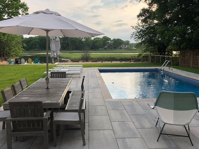 Mattituck Creek Front w/heated pool