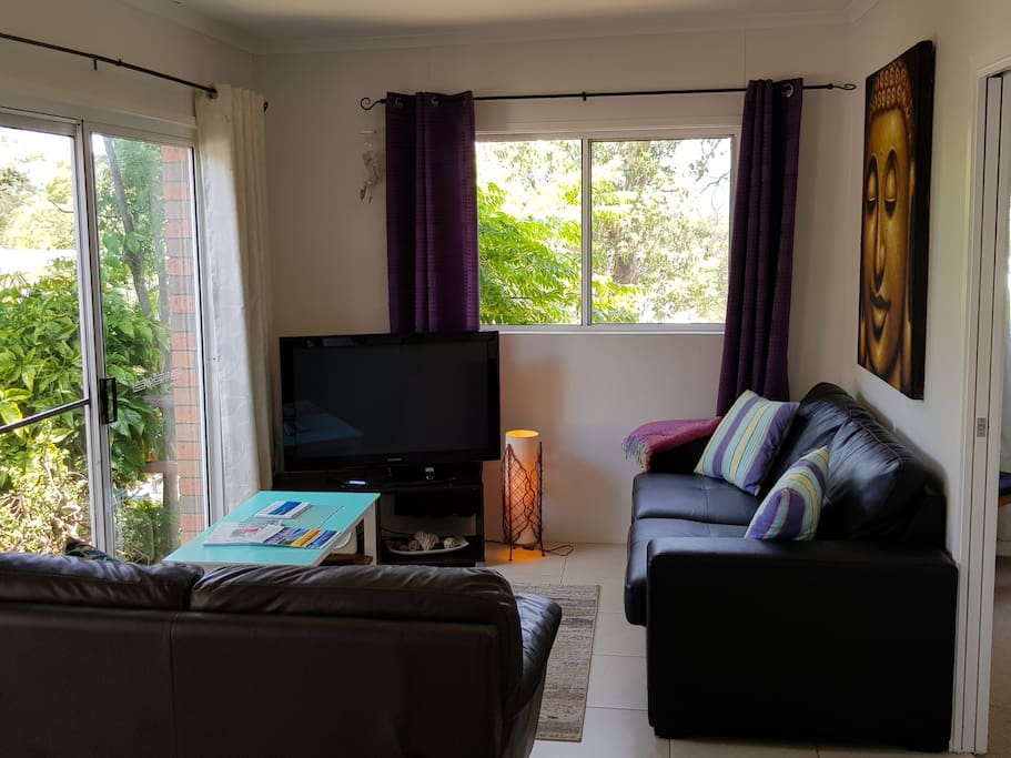 Light Airy Lounge with 2 sofas, (1 is sofa bed) TV,Ceiling Fan, FREE unlimited WIFI