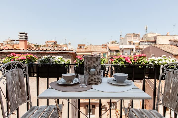 Luxury Romantic Rooftop Flat near Spanish Steps