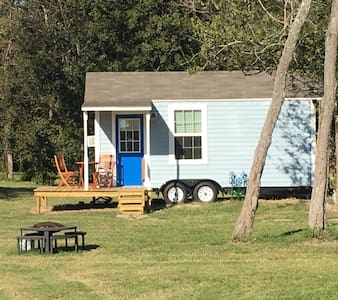 Holiday Acres Tiny House on Wheels - Manvel
