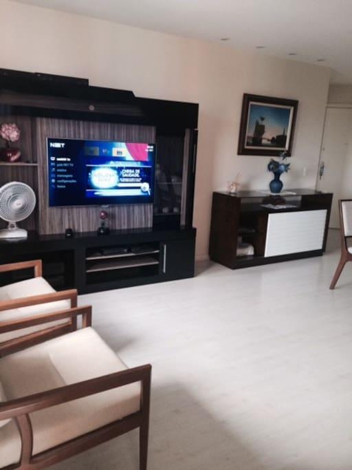 Sala com ar, TV LCD.