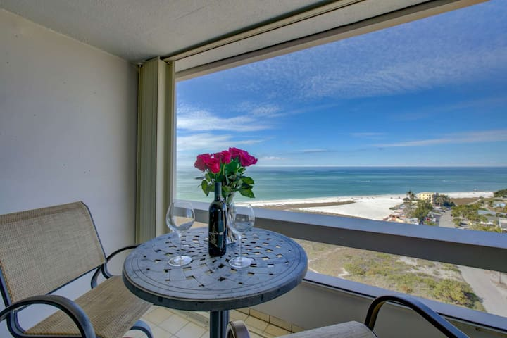 Private Beach, Full Gulf Views, Wifi/Cable, Heated Swimming Pool Overlooking Ocean, Walk to Village