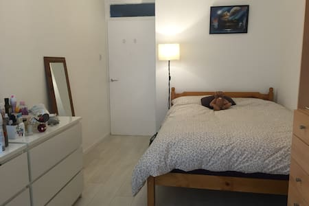 Spacious double room in Greenwich - London - Lägenhet
