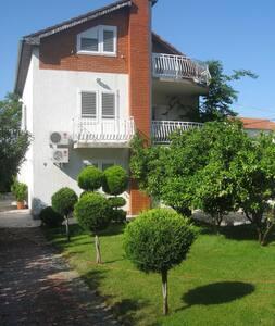 Уютные апартаменты с видом на море YURY d.o.o. - Okrug Gornji - Apartemen