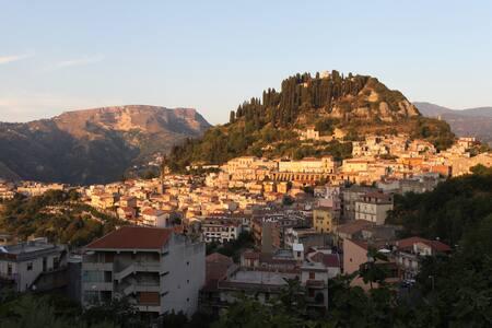 Casa accogliente collinare - Monforte San Giorgio - 独立屋