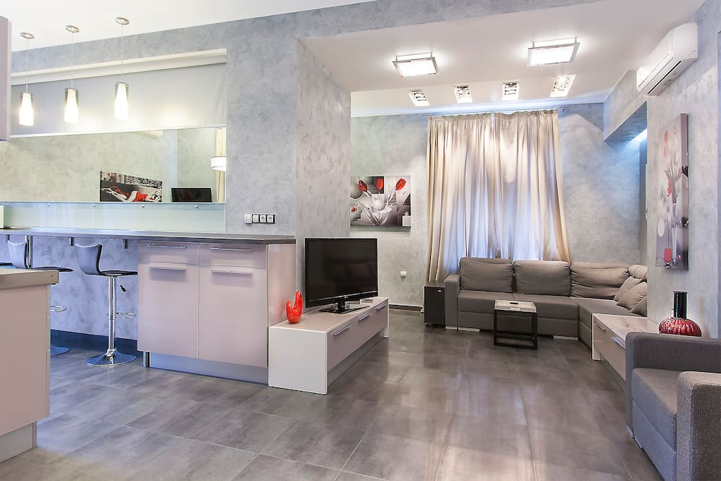 This wonderful apartment is in very centre of Kiev- in pedestrian part of Khreshchatyk street - Passage.