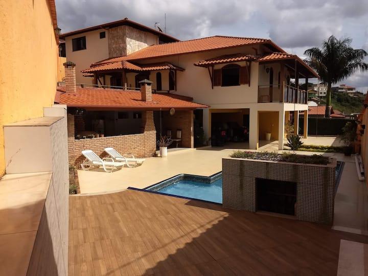 Excelente casa para relaxar a 6km do centro de BH