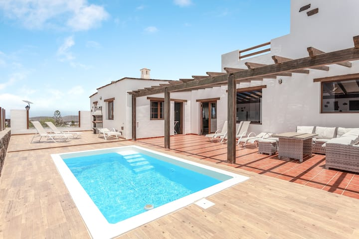 """Mediterranean Holiday Home """"Casa Sandri"""" with Sea view, Mountain View, Wi-Fi, Pool & Terraces; Parking available"""