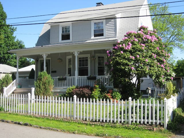 Historic Pawtuxet Village yellow - Warwick - Casa