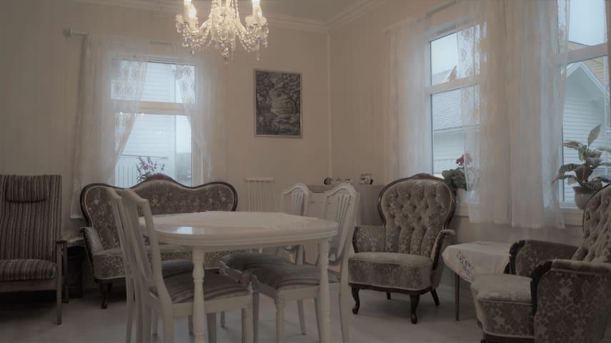 Charming house in the center of Skånevik