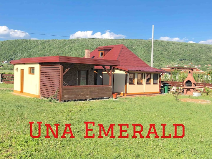 Una Emerald Holiday Home