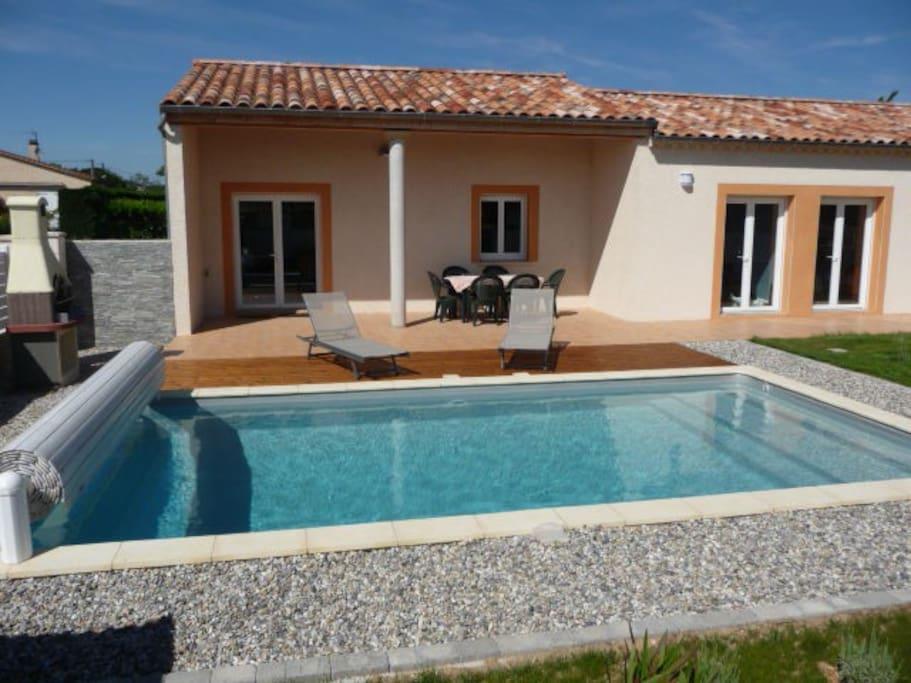villa avec piscine vallon pont d arc 8 personnes maisons louer lagorce auvergne rh ne. Black Bedroom Furniture Sets. Home Design Ideas