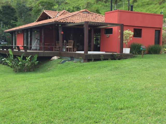 Linda casa de frente p montanhas ! - São José do Barreiro - Chalet