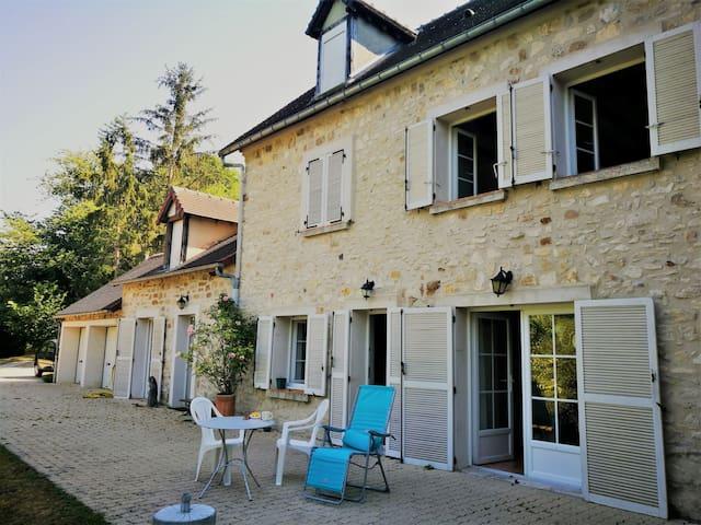 Magnifique et grande maison à 94 km de Paris !