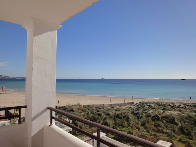 Playa d'en Bossa flat on the beach - Sant Josep de sa Talaia - Leilighet