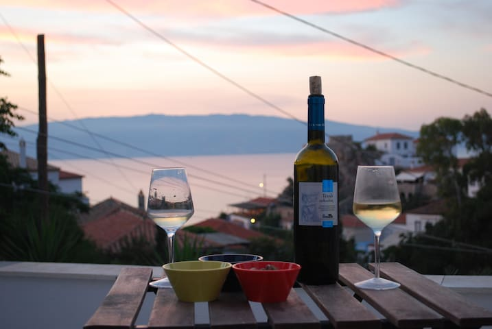 Best and endless summer in Hydra! - Nisi