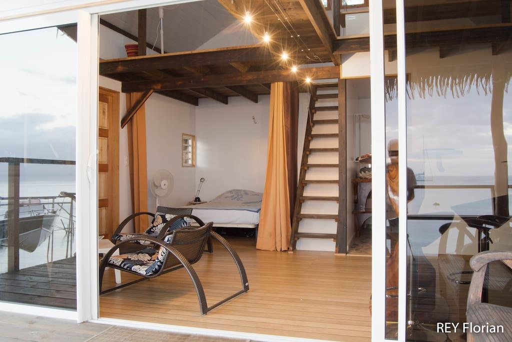 Un lit 2 places dans la chambre ; 2 lits 2 places en mezzanine.