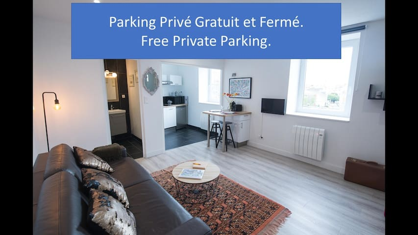 Nice flat with view in downtown,free parking